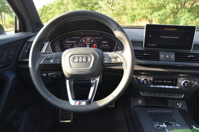 Audi SQ5 prostor řidiče