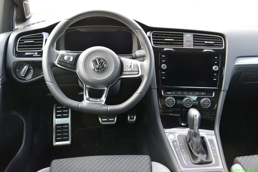 Volkswagen Golf R-line Prostor řidiče